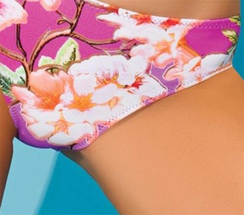 Květované růžové plavky pro plnoštíhlé