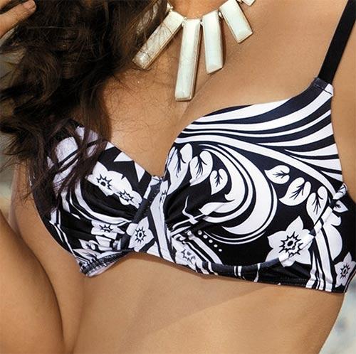 Plavky s vytvarovanými košíčky a kosticí