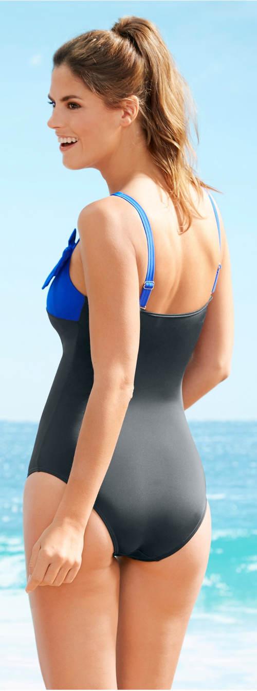 Zeštíhlující jednodílné plavky pro plnoštíhlé