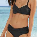 Jednobarevné černé plavky s překřížením na podprsence i kalhotkách