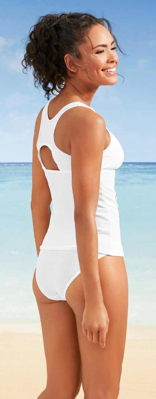 Bílé dvoudílné plavky tankiny