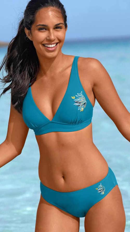 Pohodlné modré dvoudílné plavky s výšivkou