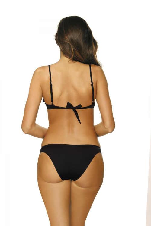 černé dvoudílné plavky s volánem